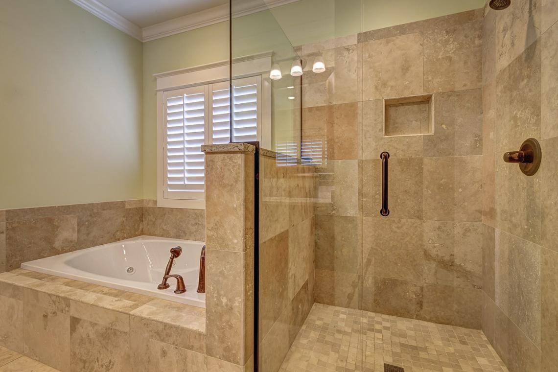 astuces pour carreler une salle de bain 1001devis. Black Bedroom Furniture Sets. Home Design Ideas